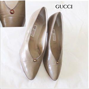 Gucci leather heels 37 B closed toe vintage pump